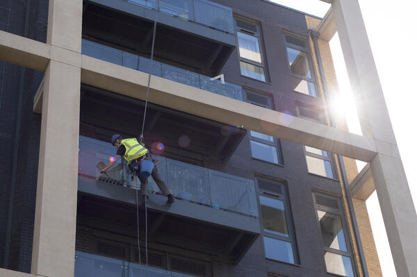 Abseiling Window Cleaning Vs Cradle Cleaning
